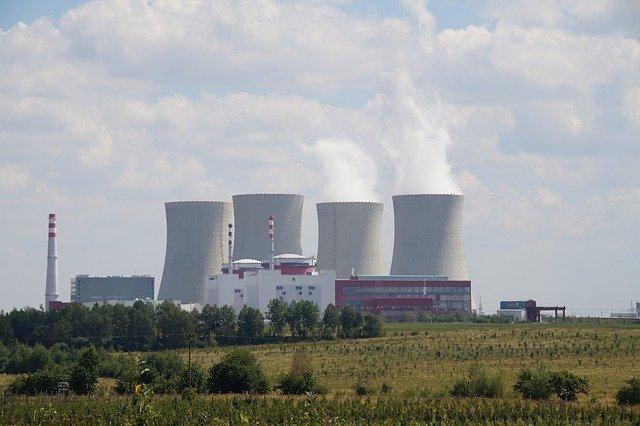 komíny elektrárny Temelín
