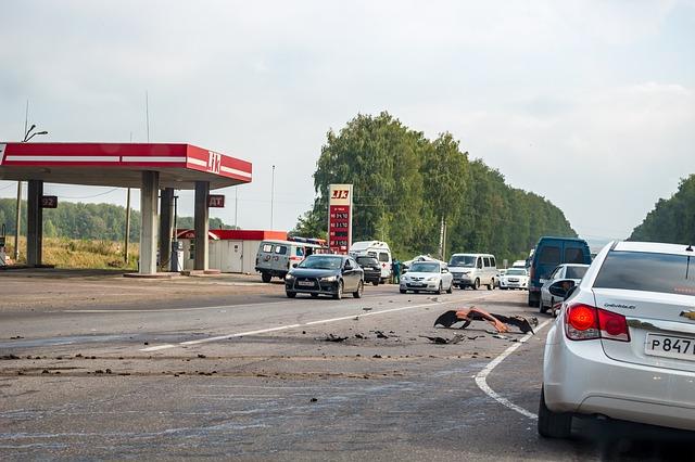 autonehoda u benzinky