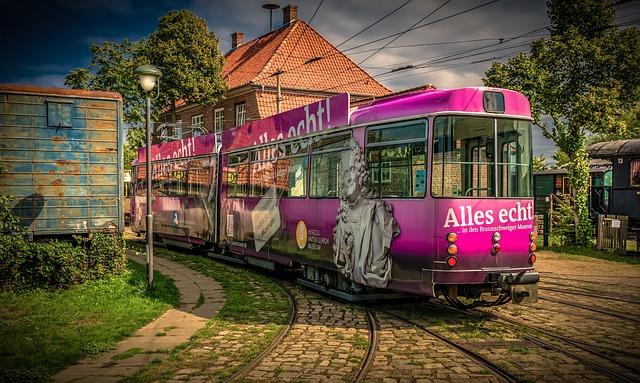 růžová tramvaj