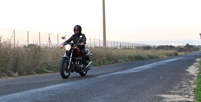 muž na motorce.jpg