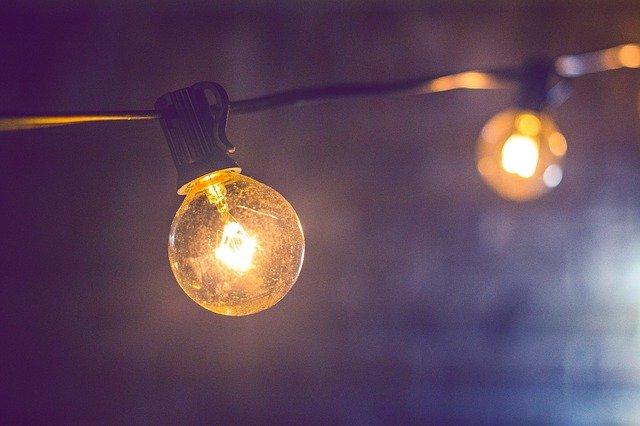 zavěšené žárovky