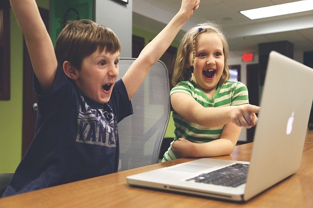 nadšené děti ze hry