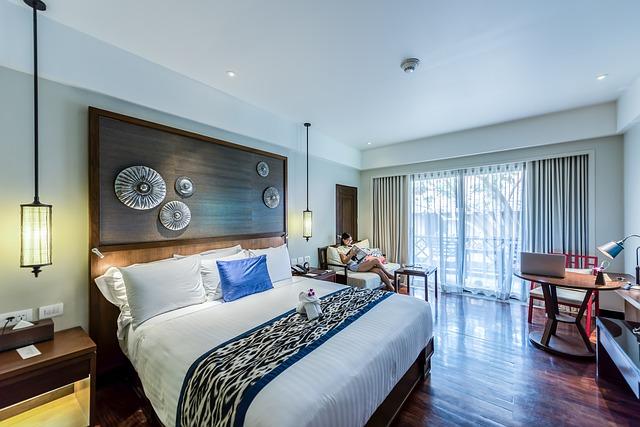 Honosná dřevěná postel
