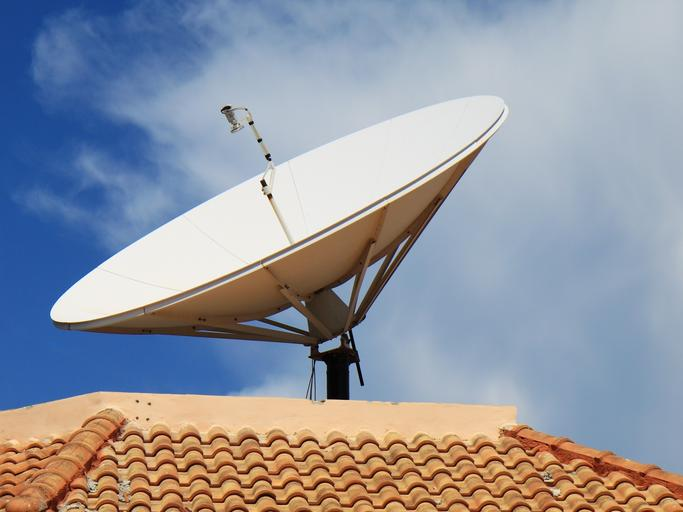 anténa na střeše