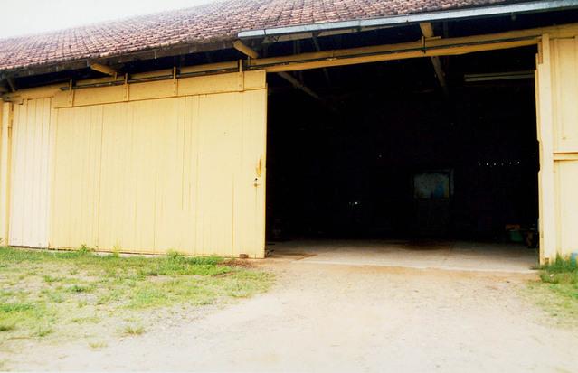 vjezd do haly nebo stodoly….