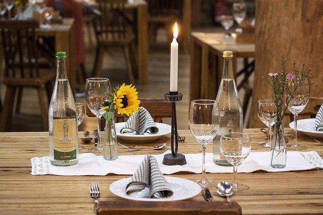 Stůl ke slavnosti