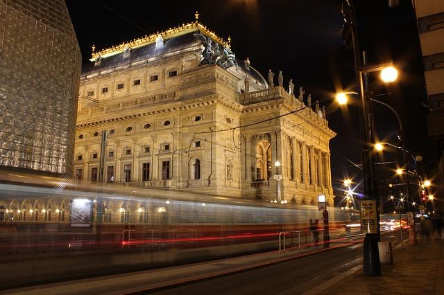 budova Národního divadla.jpg