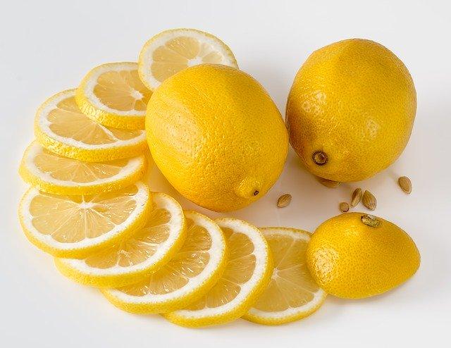 plátky citronu